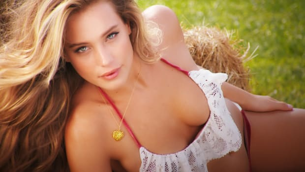 "Hannah Davis Featured in ""SI: The Making Of SI Swimsuit 2015"" Swimsuit (image)"