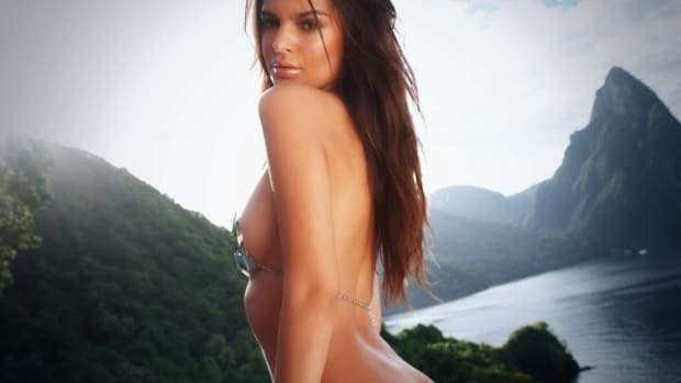 Emily Ratajkowski Swimsuit video 2014 2157889318001_3786371890001_011514-EMILY-INTIMATES-v2.jpg