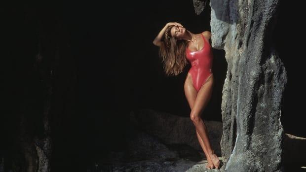 elle-macpherson-marc-hispard-1988-lede_0.jpg