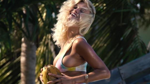 Rose Bertram finds a sexy way to cool herself off