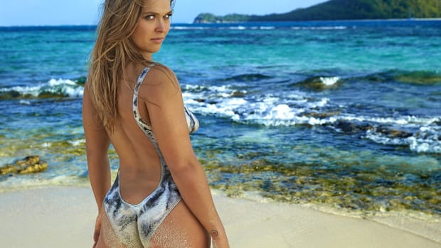 ronda-rousey-rebook-perfection.jpg