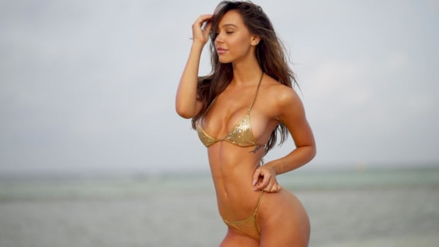 Alexis Ren Feels Like a Diva Wearing this Swimsuit