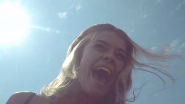Nina Agdal rides the Coney Island Cyclone -- IMAGE