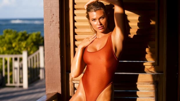 Samantha Hoopes Is a Sun-Kissed Goddess