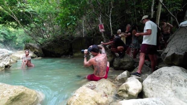 Lais Ribeiro braves freezing cold water