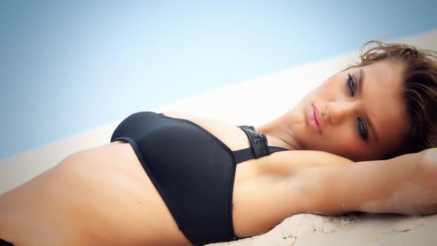 Bregje Heinen Swimsuit video 2014 2157889318001_4707249079001_2943586564001-vs.jpg