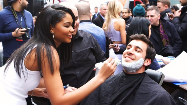 Chanel Iman, Sexy SI Swimsuit Model Gives Perfect Shave (image)