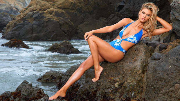 Kelly Rohrbach rookie of the year winner (image)