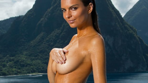 emily-ratajkowski-posing-topless.jpg
