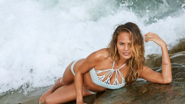 chrissy teigen si swimsuit issue 2015