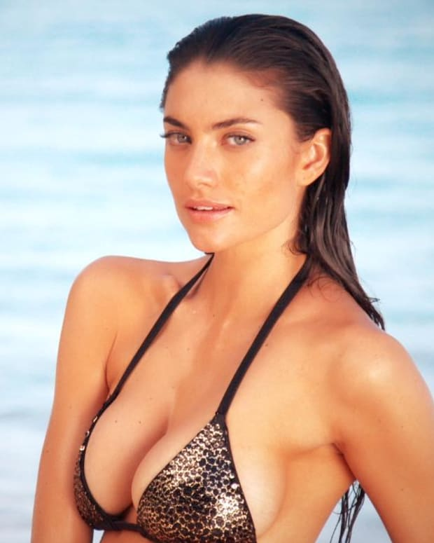 Lauren Mellor Swimsuit video 2014 2157889318001_4707210041001_2847804936001-vs.jpg