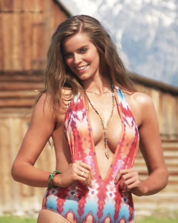 Robyn Lawley Swimsuit video 2015 2157889318001_4707244358001_3850961175001-vs.jpg