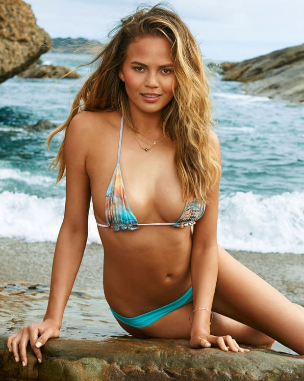 chrissy teigen 2015 web photo x158431_tk4_06_06395-rawmasterwm.jpg
