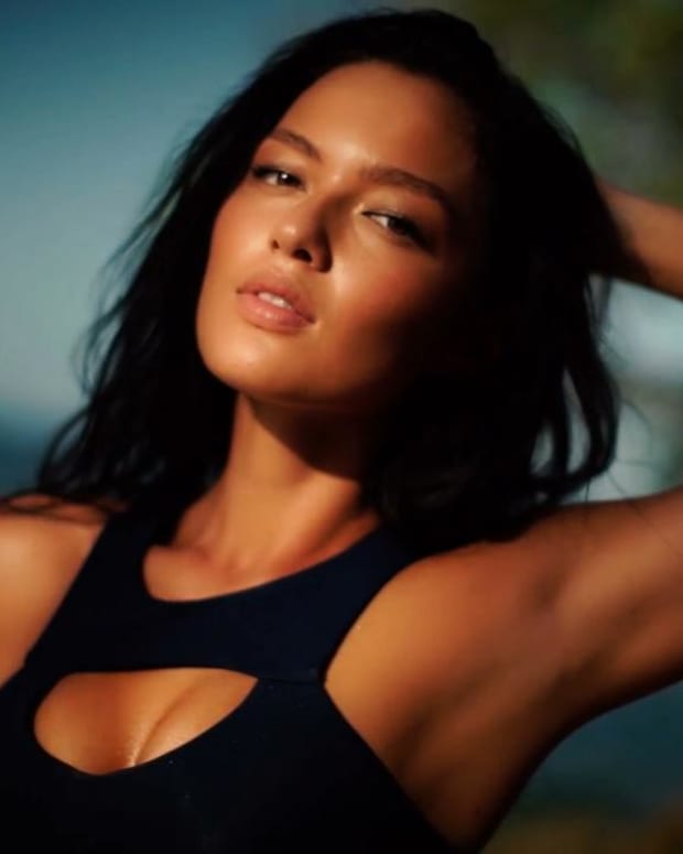 SI Swimsuit 2016 Model Search Winner: Mia Kang -- IMAGE