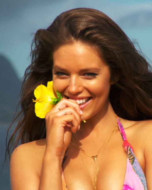 SI Swimsuit 2015 Emily DiDonato Bloopers (image)