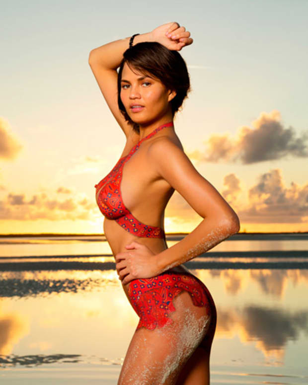 13_chrissy-teigen-body-paint_13.jpg