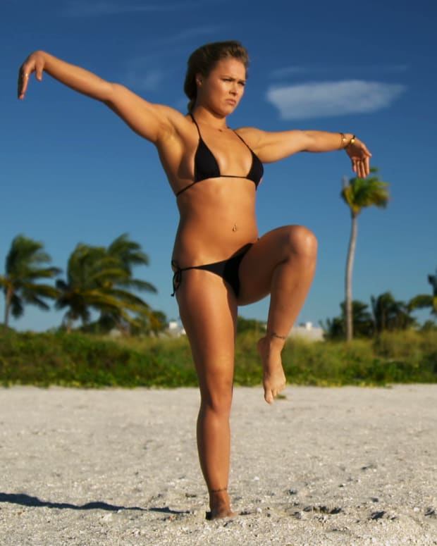 Sexy Ronda Rousey, Making of SI Swimsuit 2015 (image)