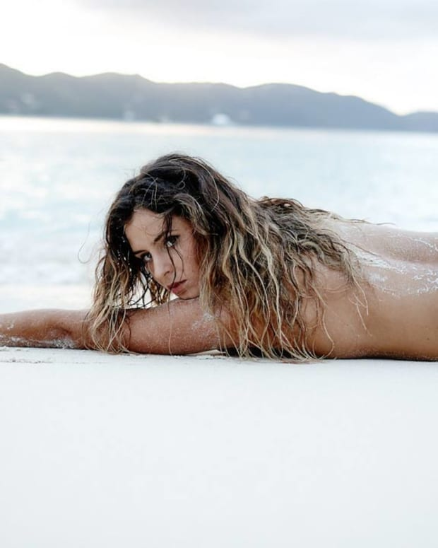 Anastasia Ashley pro surfer topless (image)