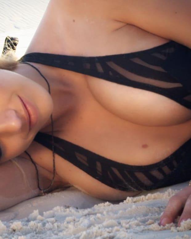 Valerie van der Graaf Swimsuit video 2014 2157889318001_4707249695001_2943586523001-vs.jpg
