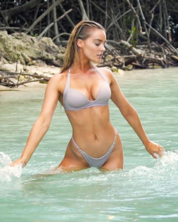 Georgia Gibbs is Stunning in Aruba