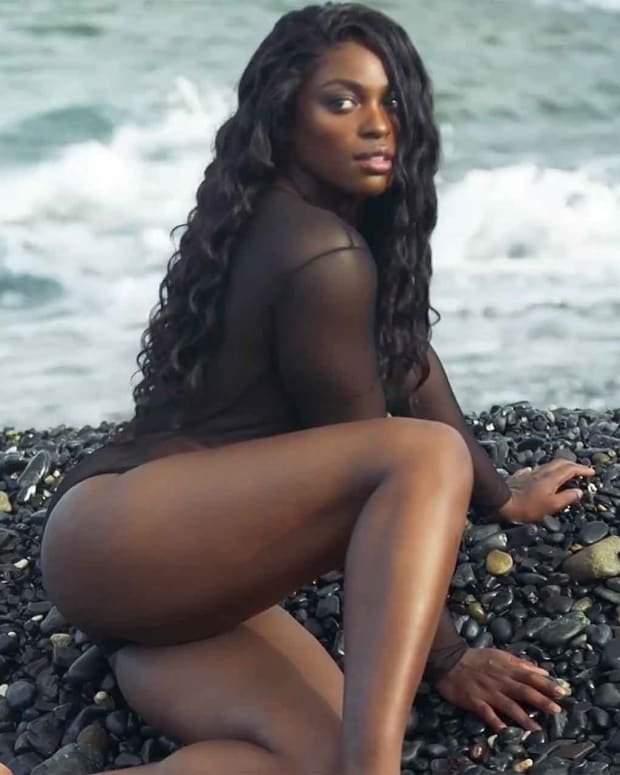 sloane-stephens-swimsuit.jpg