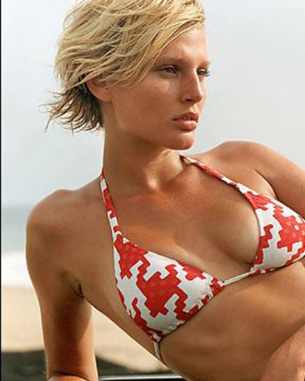 Bridget Hall SI Swimsuit 2002 (image)