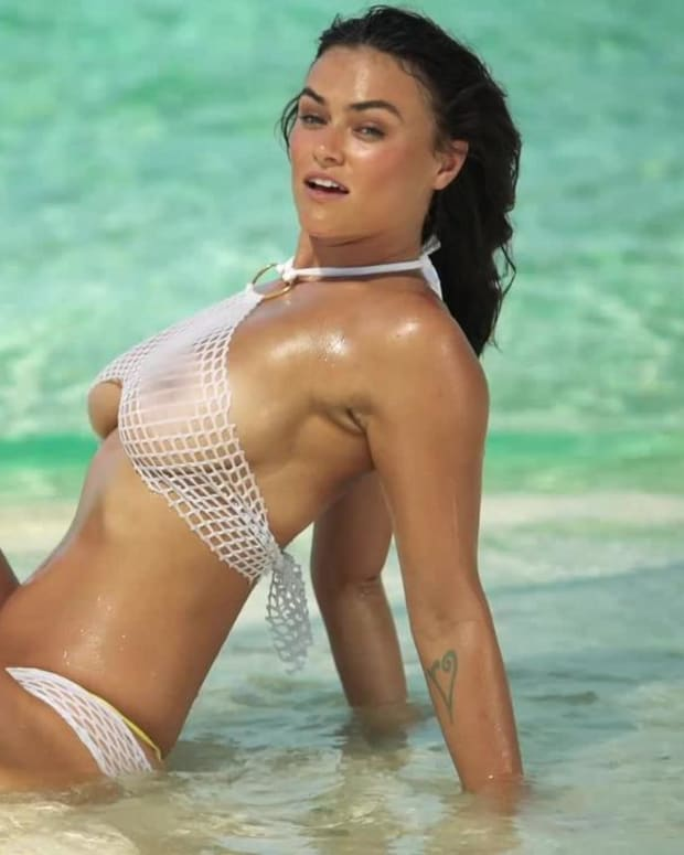 Myla Dalbesio starts her shoot with a bang