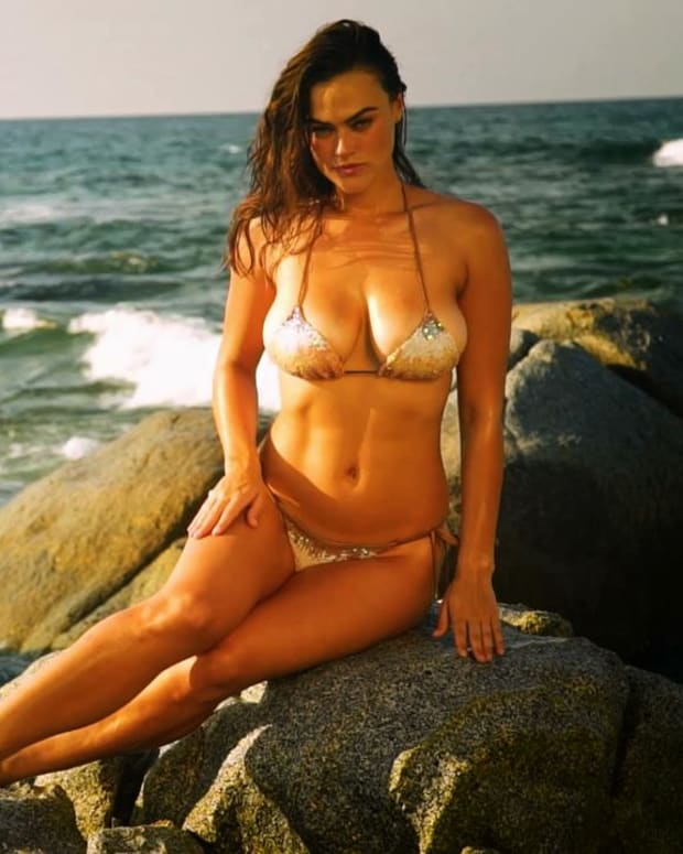 Myla Dalbesio Sports Illustrated Swimsuit 2018