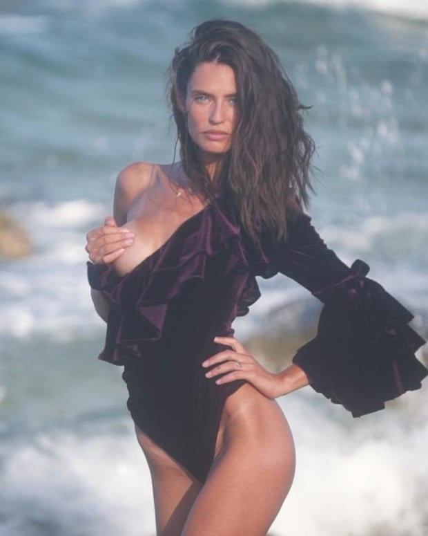 Bianca Balti's Hot New Video For SI Swimsuit 2018