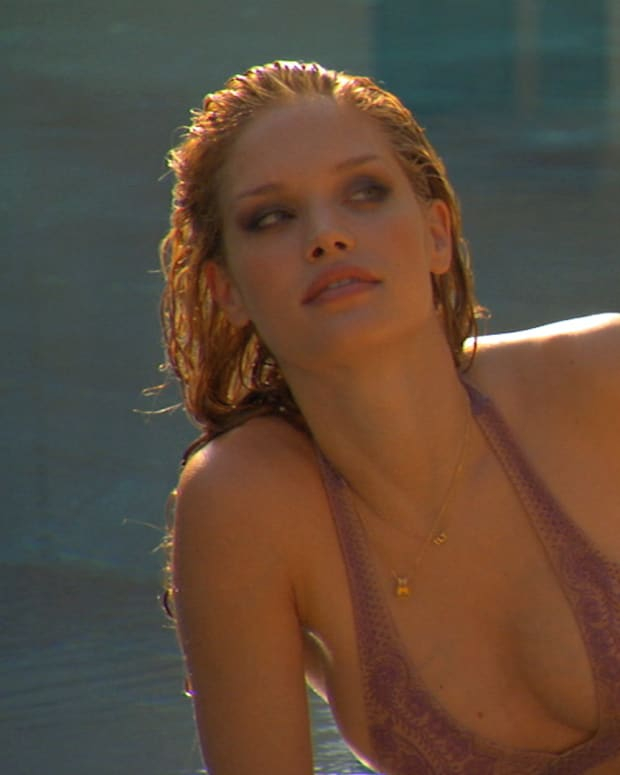 Julie Ordon SI Swimsuit Model 2010 (image)