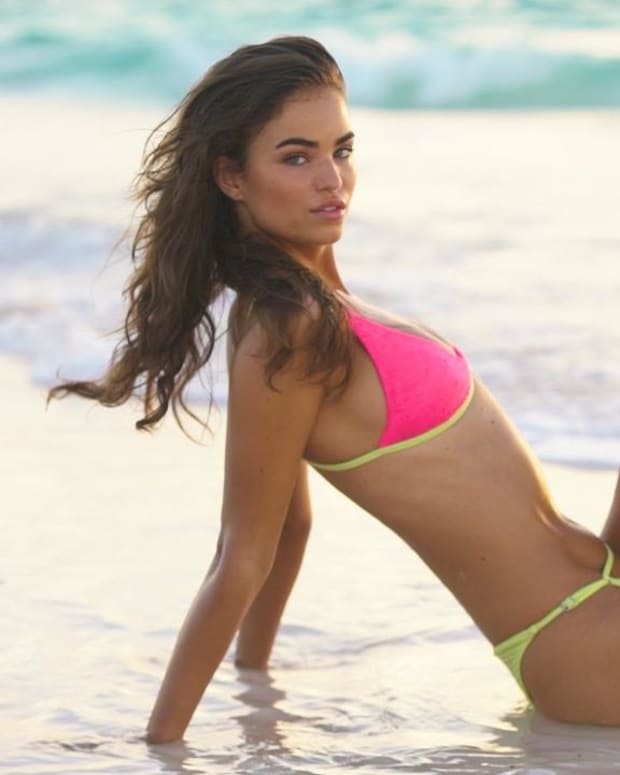 Robin Holzken as you've never seen her before