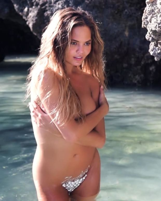 Chrissy Teigen gets vajazzled