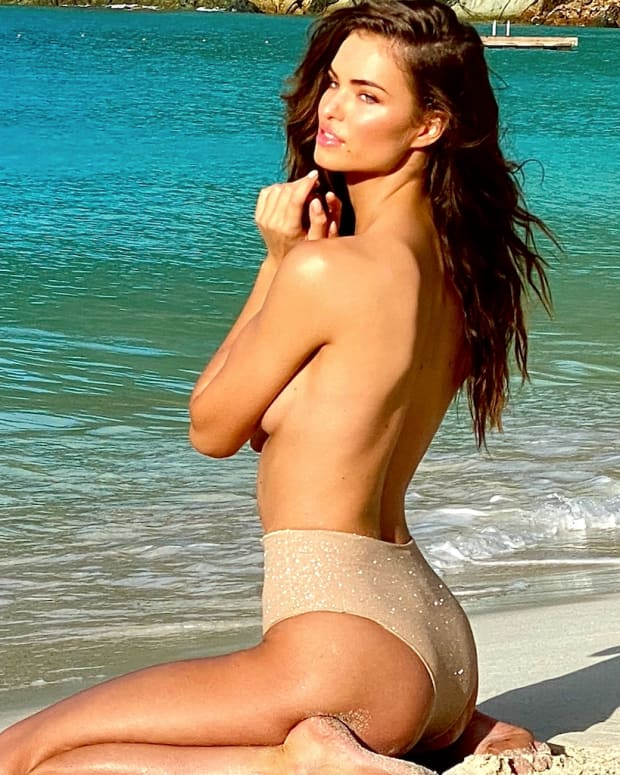 Robin Holzken will appear in SI Swimsuit 2020