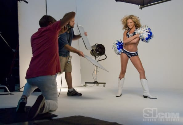08_cheerleaders_behind_11.jpg