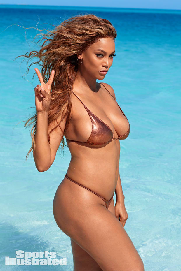 Tyra Banks Returns To Modeling Lands Si Swimsuit Cover Swimsuit Si Com