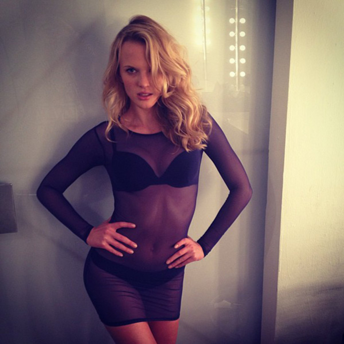 Anne V :: @annev_official