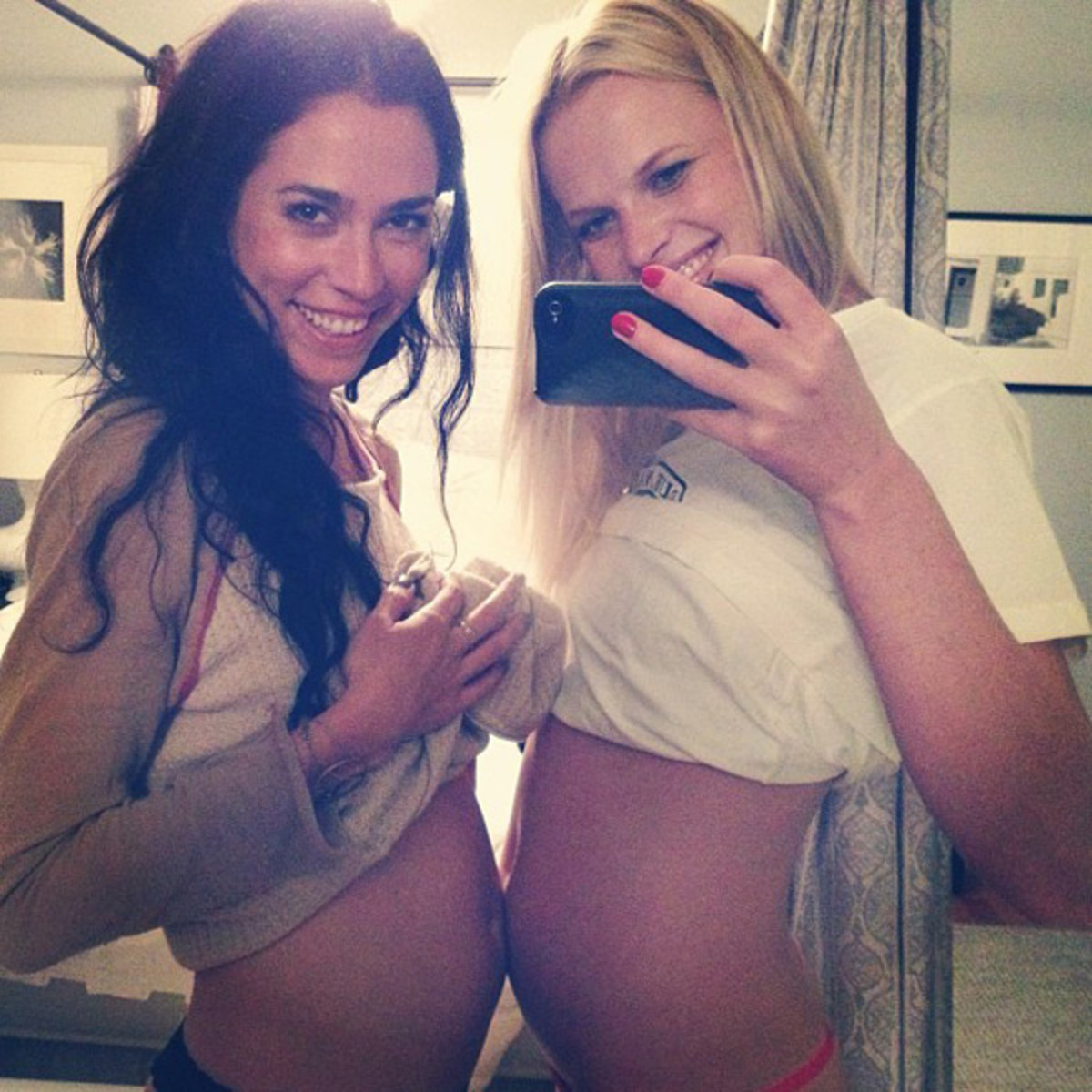 Tara Curran and Anne V :: @annev_official