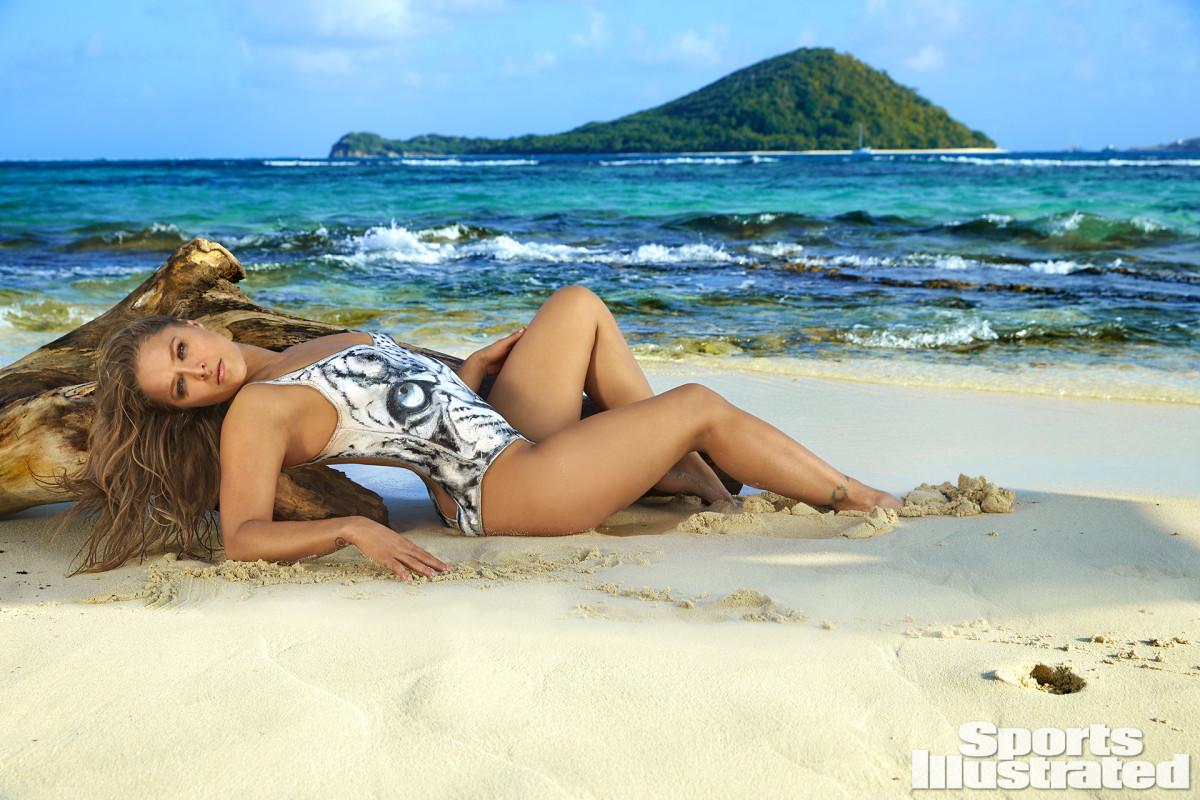 Ronda Rousey 2016 premium X160010_TK3_01719-rawPfinal1920.jpg