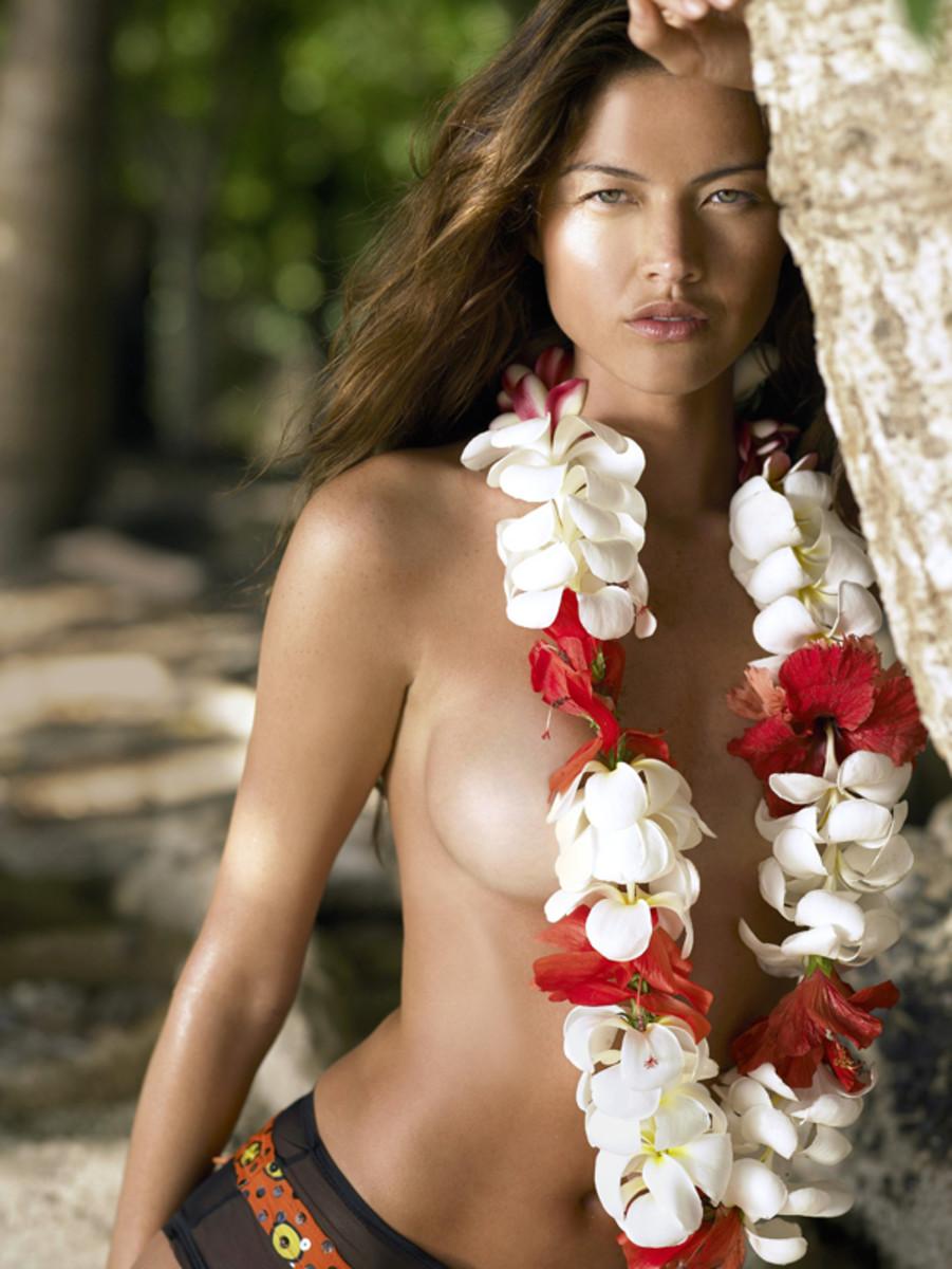Aline Nakashima in Tahiti, 2006  ::  Stewart Shining/SI