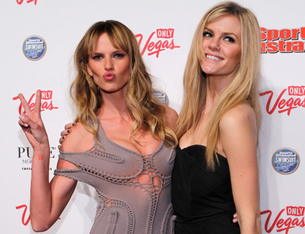 Anne V and Brooklyn Decker :: Jacob Andrzejczak/Getty Images