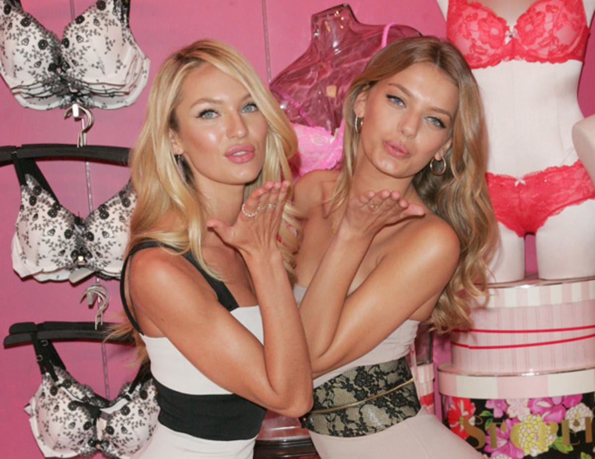 Candice Swanepoel and Bregje :: Jim Spellman/Getty Images