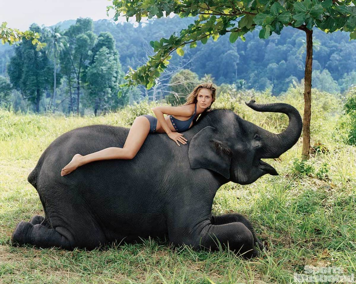 2000-Heidi-Klum-elephant-001230483.jpg