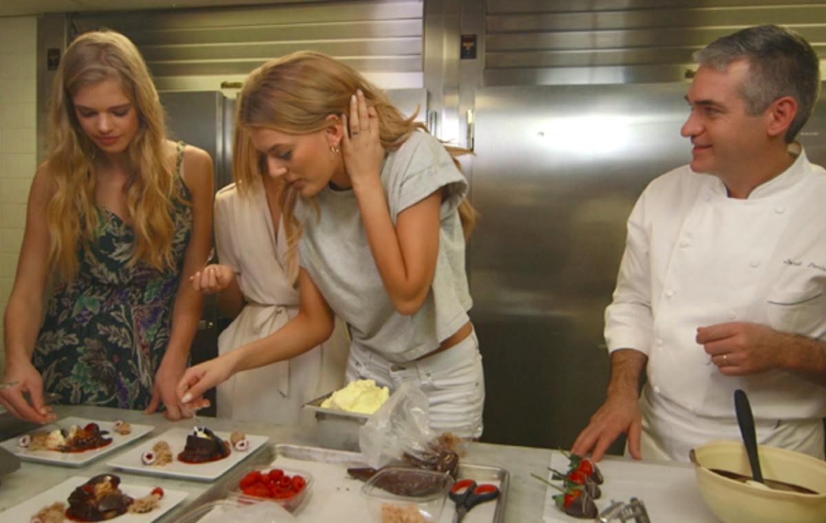 Valerie, Marloes, and Bregje dig in; pastry chef Jordi Panisello thanks his lucky stars