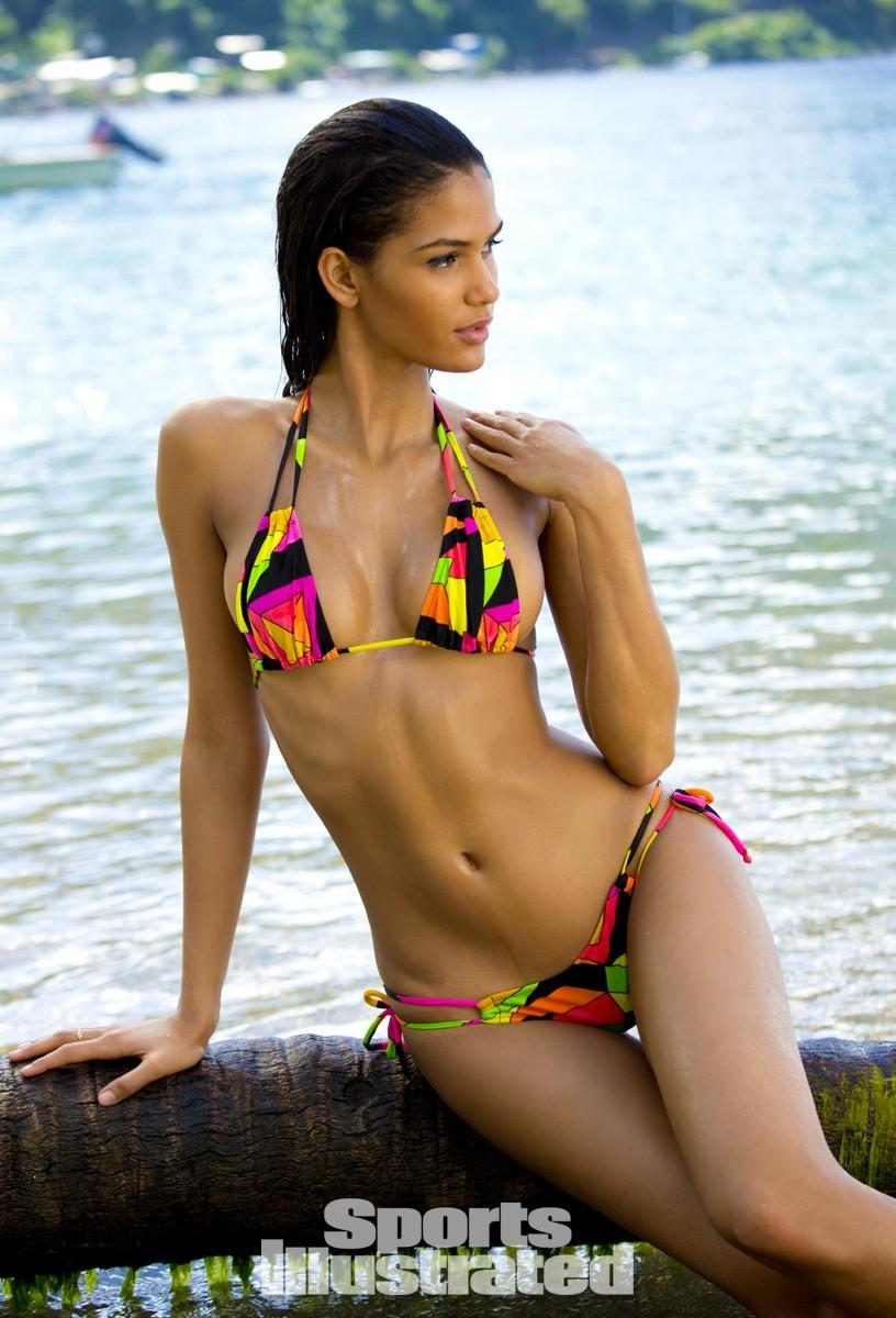 Cris Urena 2014 Swimsuit 13