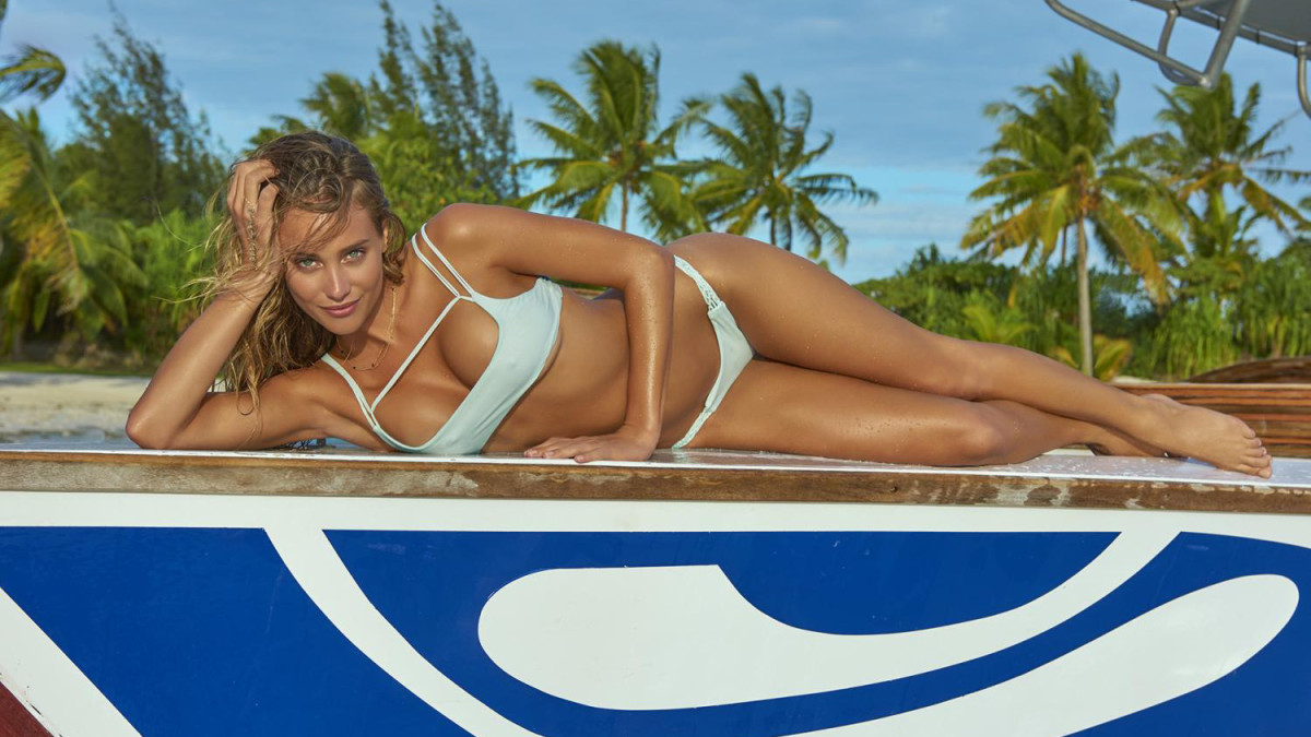 Our obsession with Hannah Davis in 10 GIFs