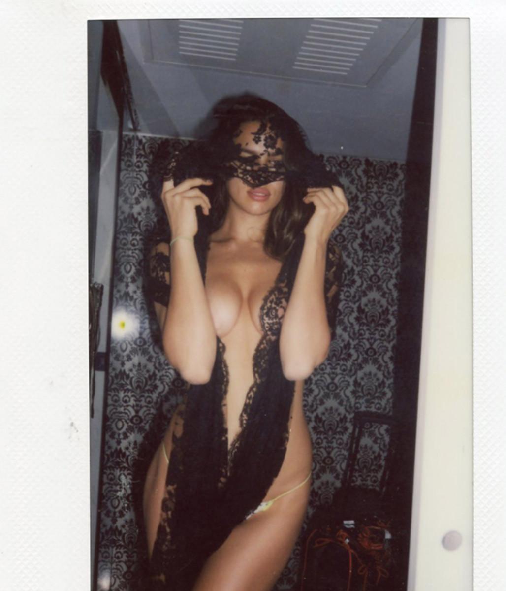 irina-shayk-polaroids-fbf-14.jpg