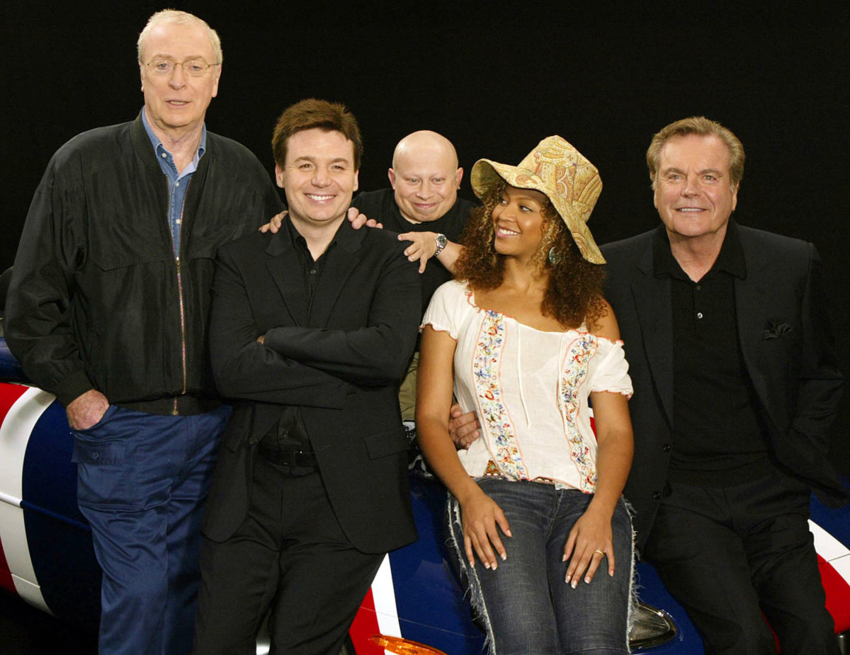 beyonce-michael-caine-mike-myers-verne-troyer-robert-wagner-austin-powers-goldmember.jpg