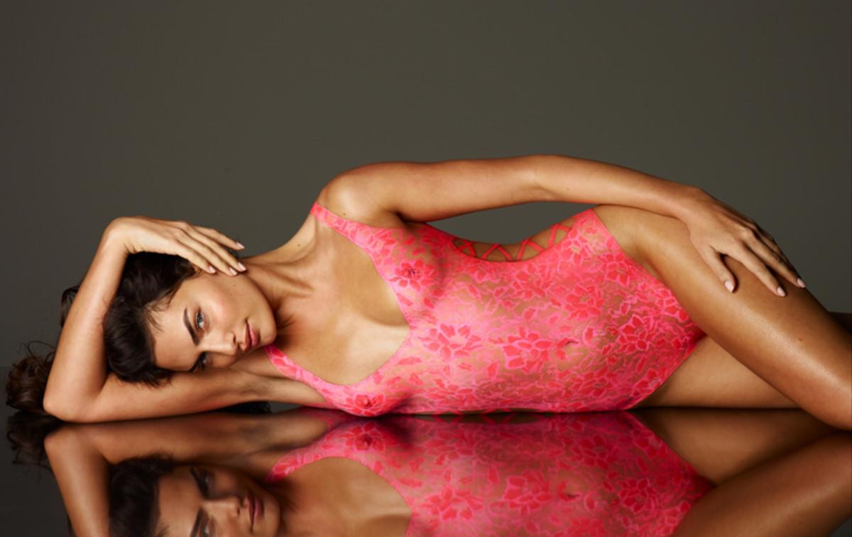 alyssa-miller-body-paint-2011-2.jpg