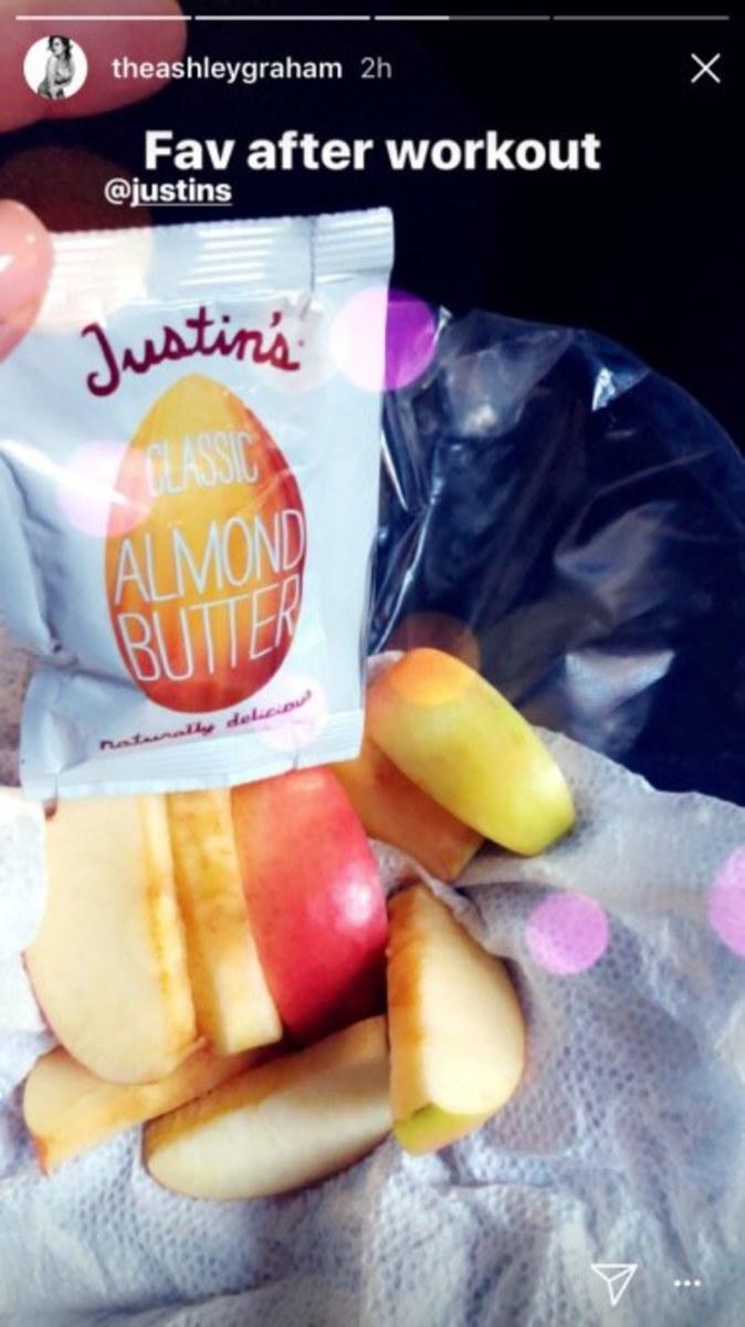 ashley-graham-snack.jpg