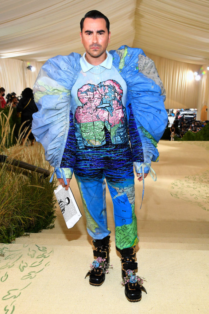 Dan Levy in Loewe Official.Photograph byKevin Mazur/Getty Images